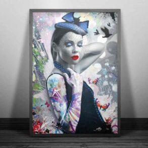 Moderne plakat med tatoveret kvinde