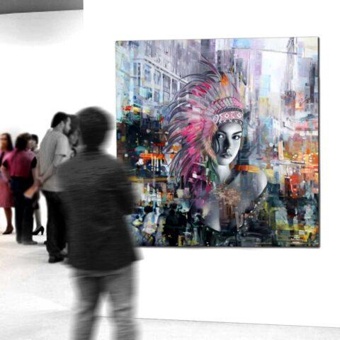 Stort farverigt maleri af kvindelig indianer 100x100 cm